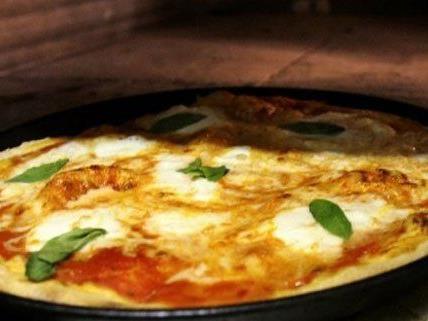 Von Bludenz wird die Pizza nach Wien gebracht.