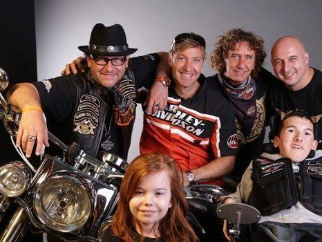 Promis und viele Harleys für den guten Zweck.