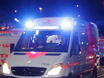 Ein 17-Jähriger wurde verletzt ins Spital gebracht.