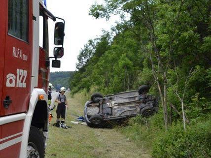 Am Freitag hat sich ein Fahrzeug auf der A21 überschlagen.