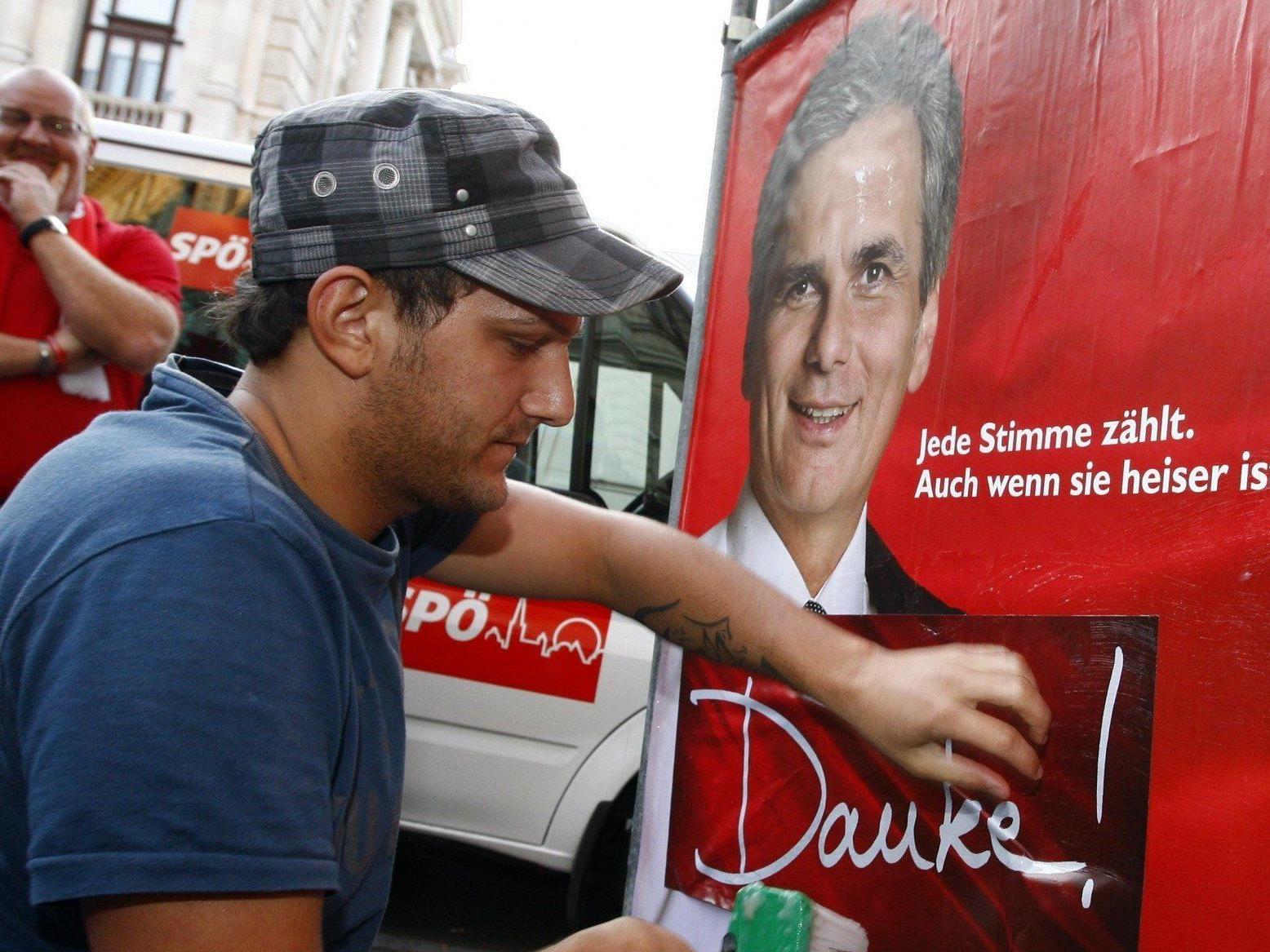 Die Dreiecksständer werden in Wien nicht reduziert. Im Bild ein Plakat von der Nationalratswahl 2008.