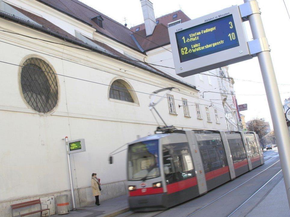 """Auf der Straßenbahnlinie 62 ist bis Ende März 2014 die """"EcoTram"""" unterwegs."""