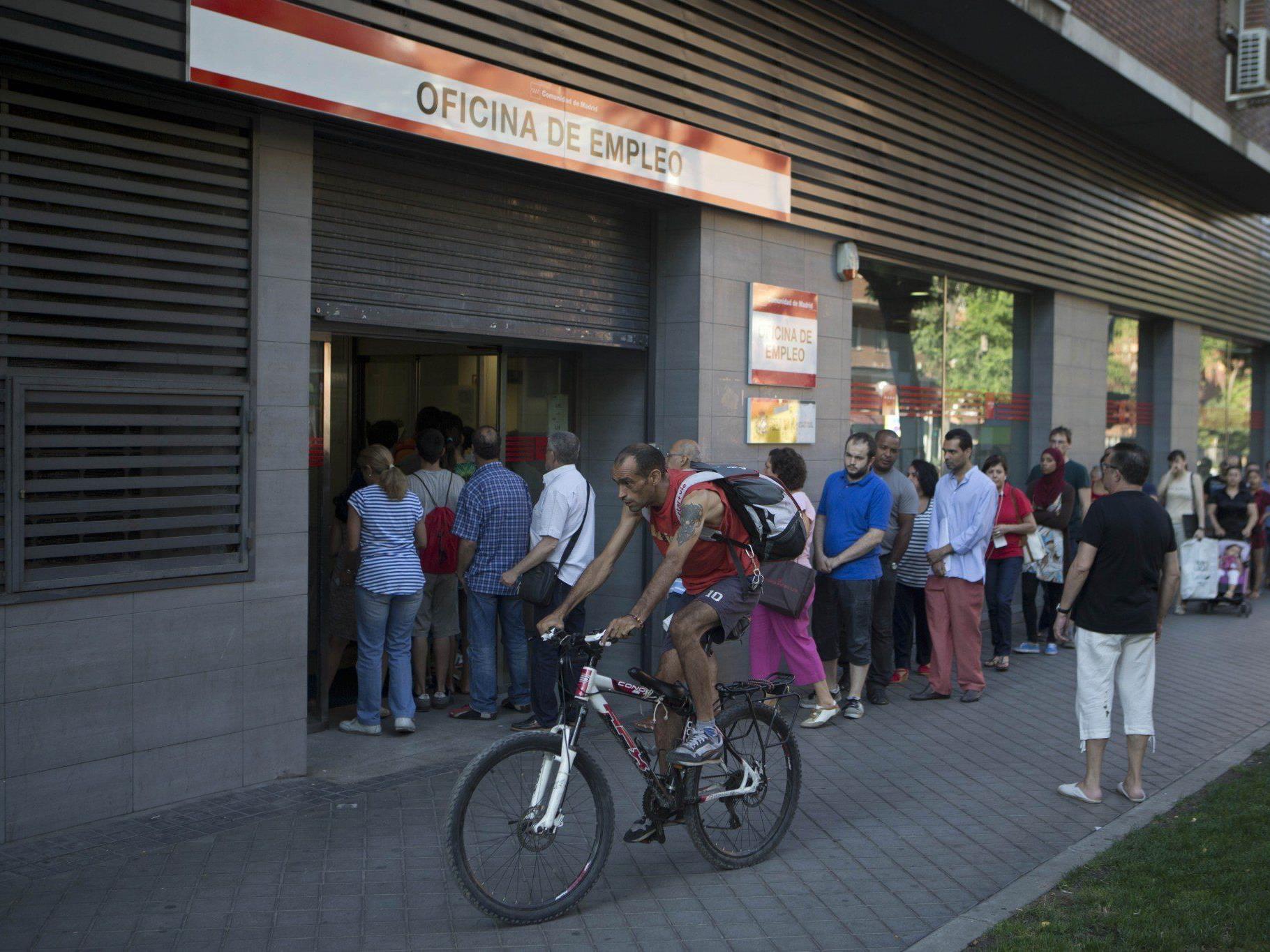 Die Arbeitslosenquote in Spanien ist im letzten Quartal überraschen stark gesunken.