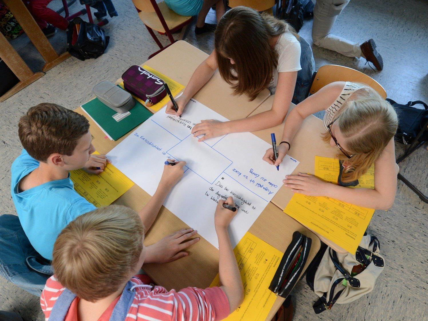 Zwischen den Ergebnissen der PISA-Studie und den Noten der österreichischen Schüler besteht nur ein geringer Zusammenhang.
