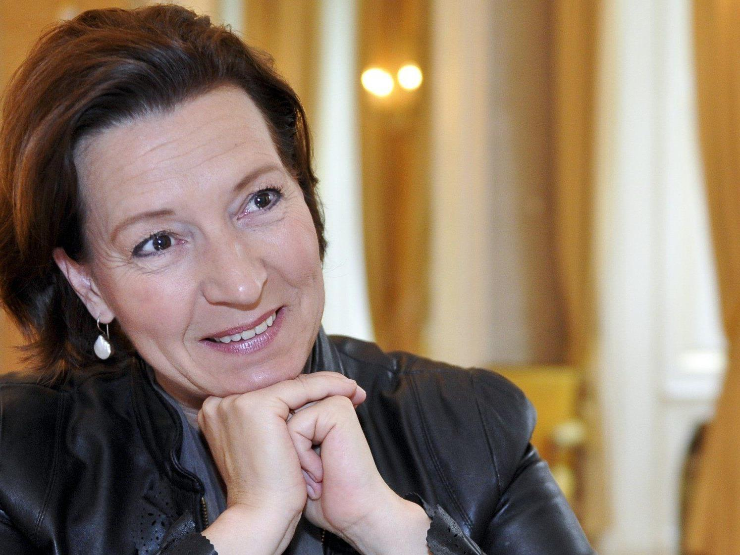 """Die SPÖ-Frauen starten am Dienstag mit der Aktion """"Superheldin"""" in den Wahlkampf. Im Bild die Frauenministerin."""