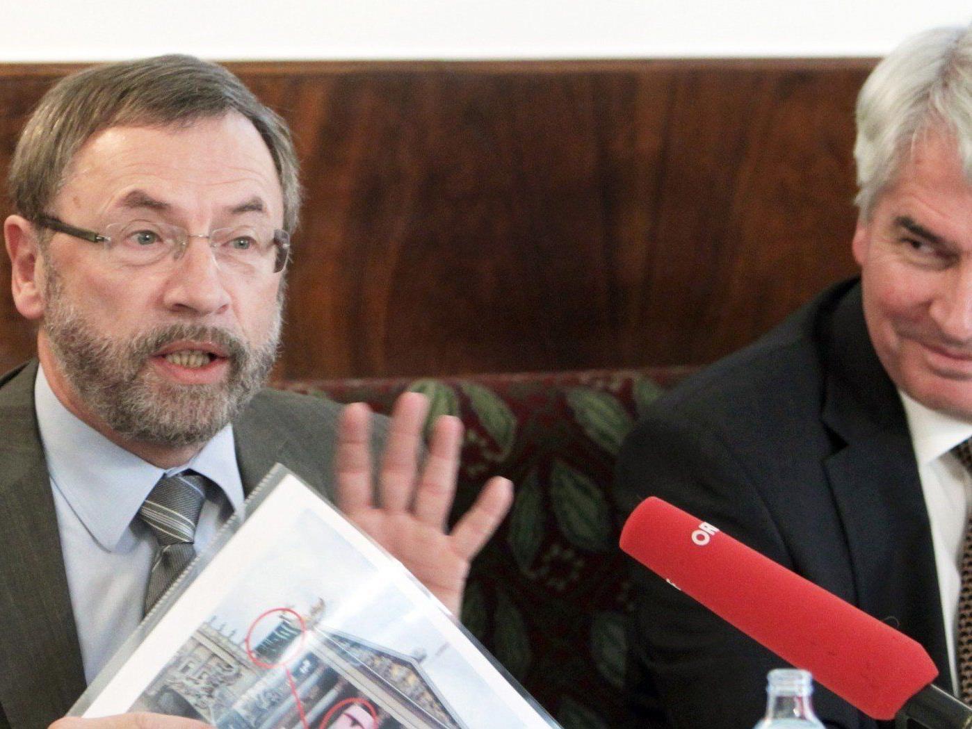 Vizerektor der Med. Uni Franz Wurm (links) und uniko-Präsident Heinrich Schmidinger während der Pressekonferenz.