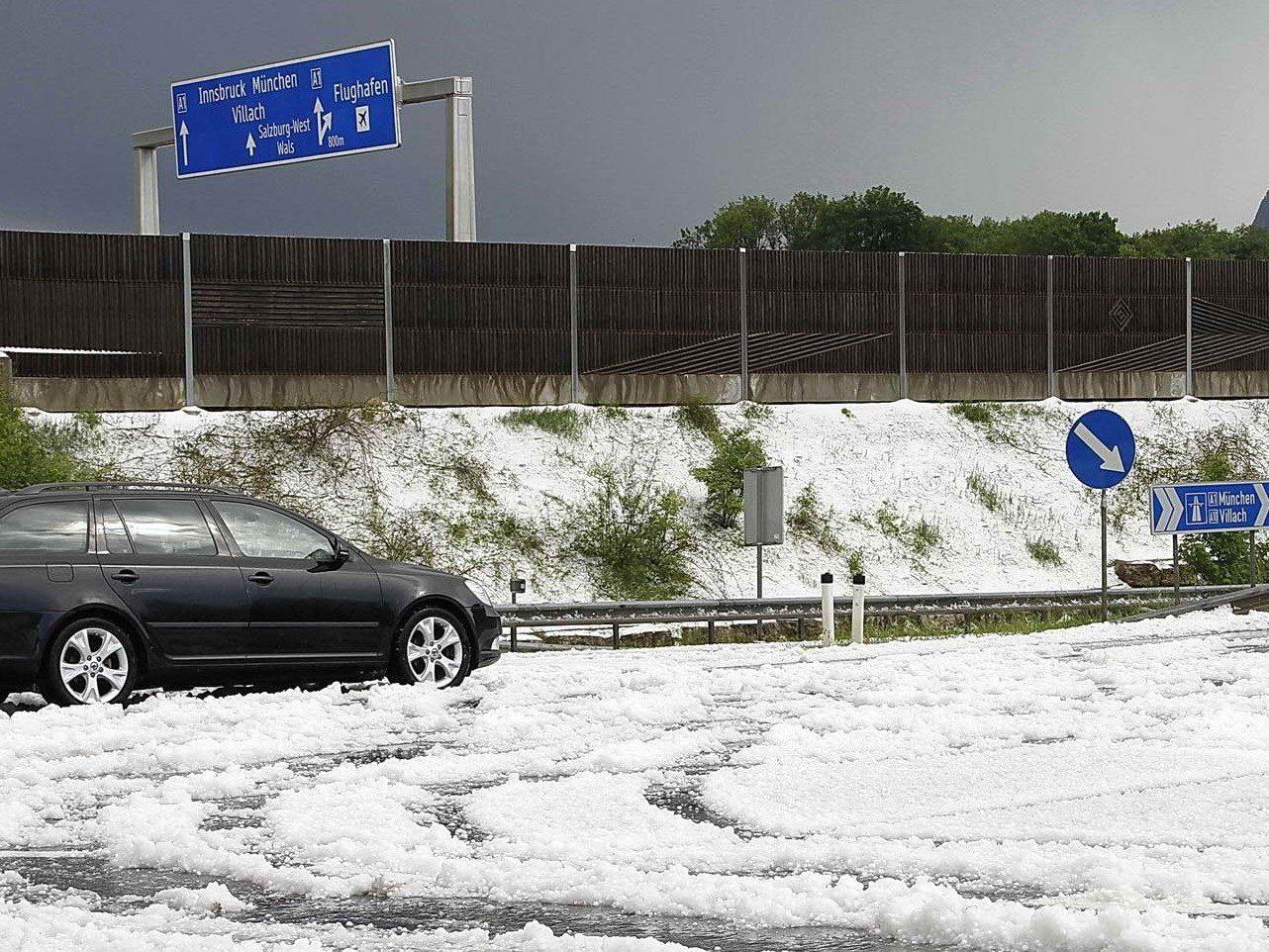 Bilder eines Unwetters mit Hagel in Salzburg vom Mai 2013.