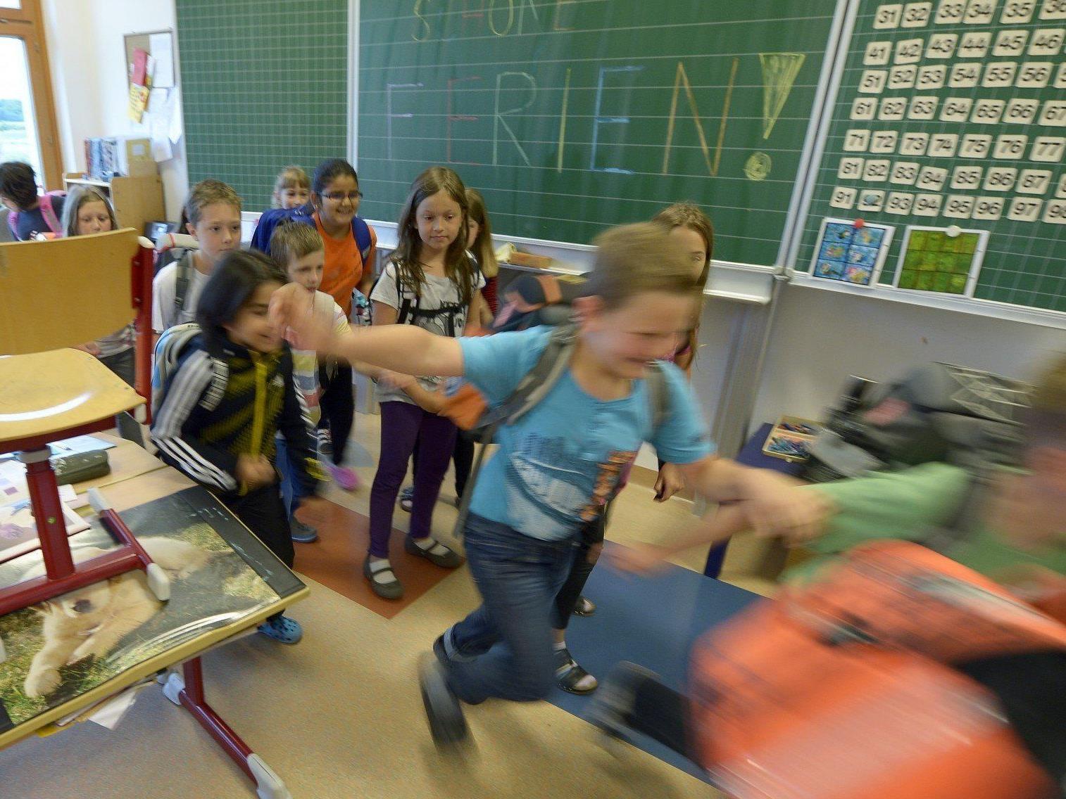 Nun haben auch Schüler im Westen und Süden den letzten Schultag vor den Sommerferien.