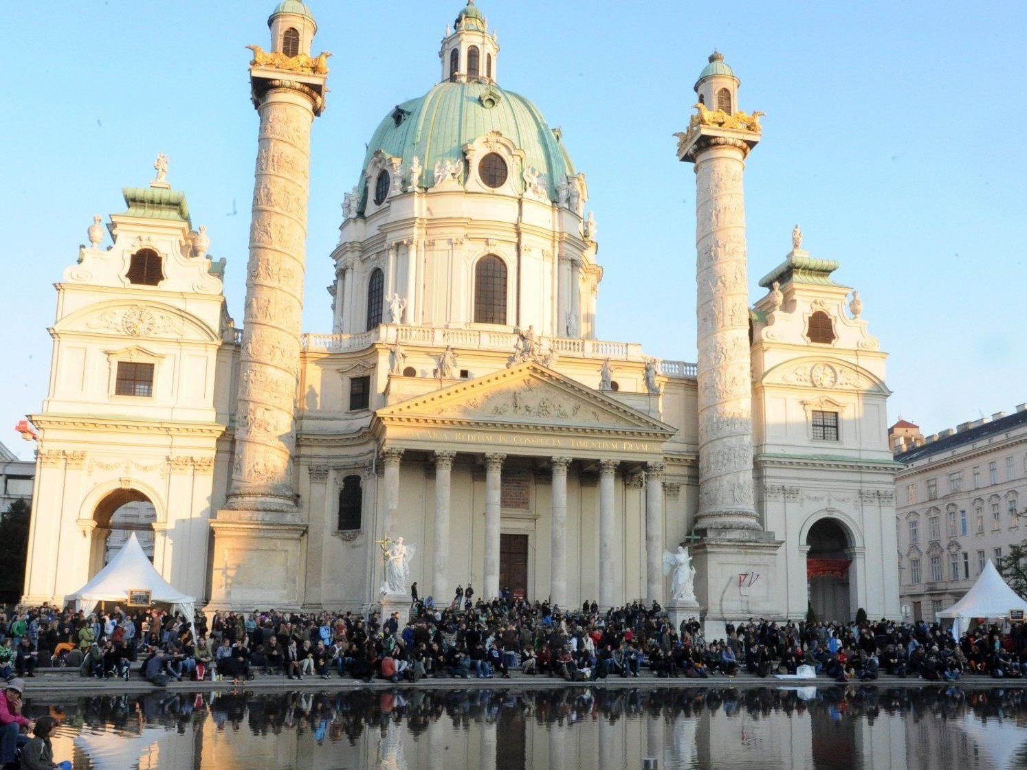 Gewitterwarnung für die Eröffnung des Wiener Popfestes am 25. Juli 2013.