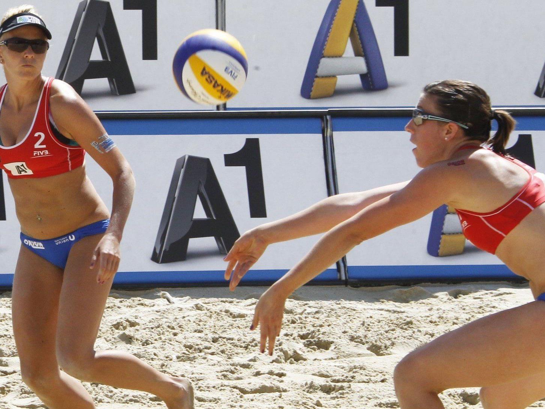 Das Duo Elisabeth Klopf (AUT, l.) und Valerie Teufl (AUT, r.) tritt bei der Beach Volleyball EM 2013 an.