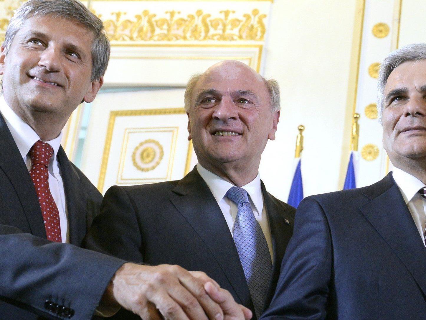 Erwin Pröll (mitte, Spindelegger links und Faymann rechts) wünscht sich wieder eine Zweierkoalition in der Bundesregierung.