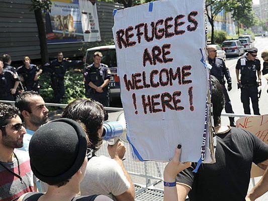 In Wien wird gegen die Abschiebung der Flüchtlinge demonstriert