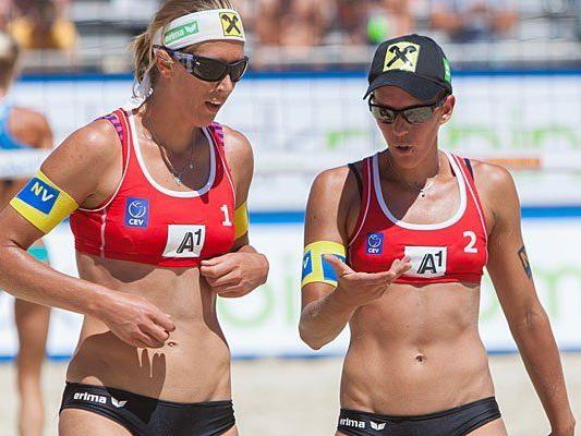 Stefanie Schwaiger (l./AUT) und Doris Schwaiger bei der Beach Volleyball EM
