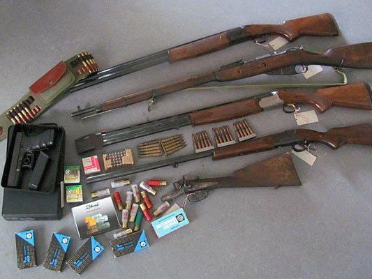 Diese Waffen und Munition fand man bei dem Mann in Lanzendorf