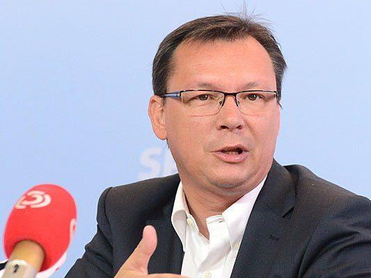 Norbert Darabos und die SPÖ stellen sich in der Abschiebungsdebatte auf die Seite der Innenministerin