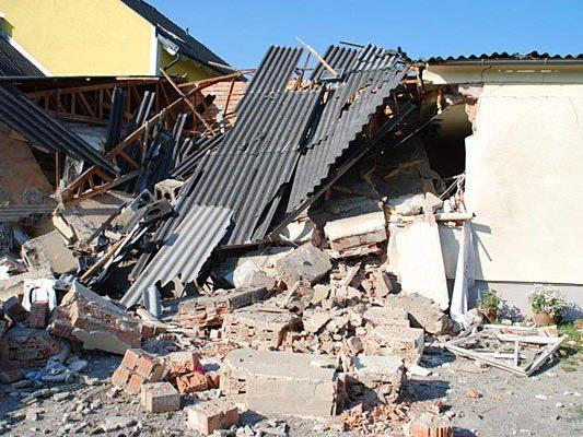 Das betroffene Haus nach der Explosion in Eggendorf