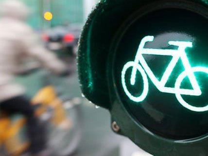 Grüne Welle für Radfahrer am Südtiroler Platz.