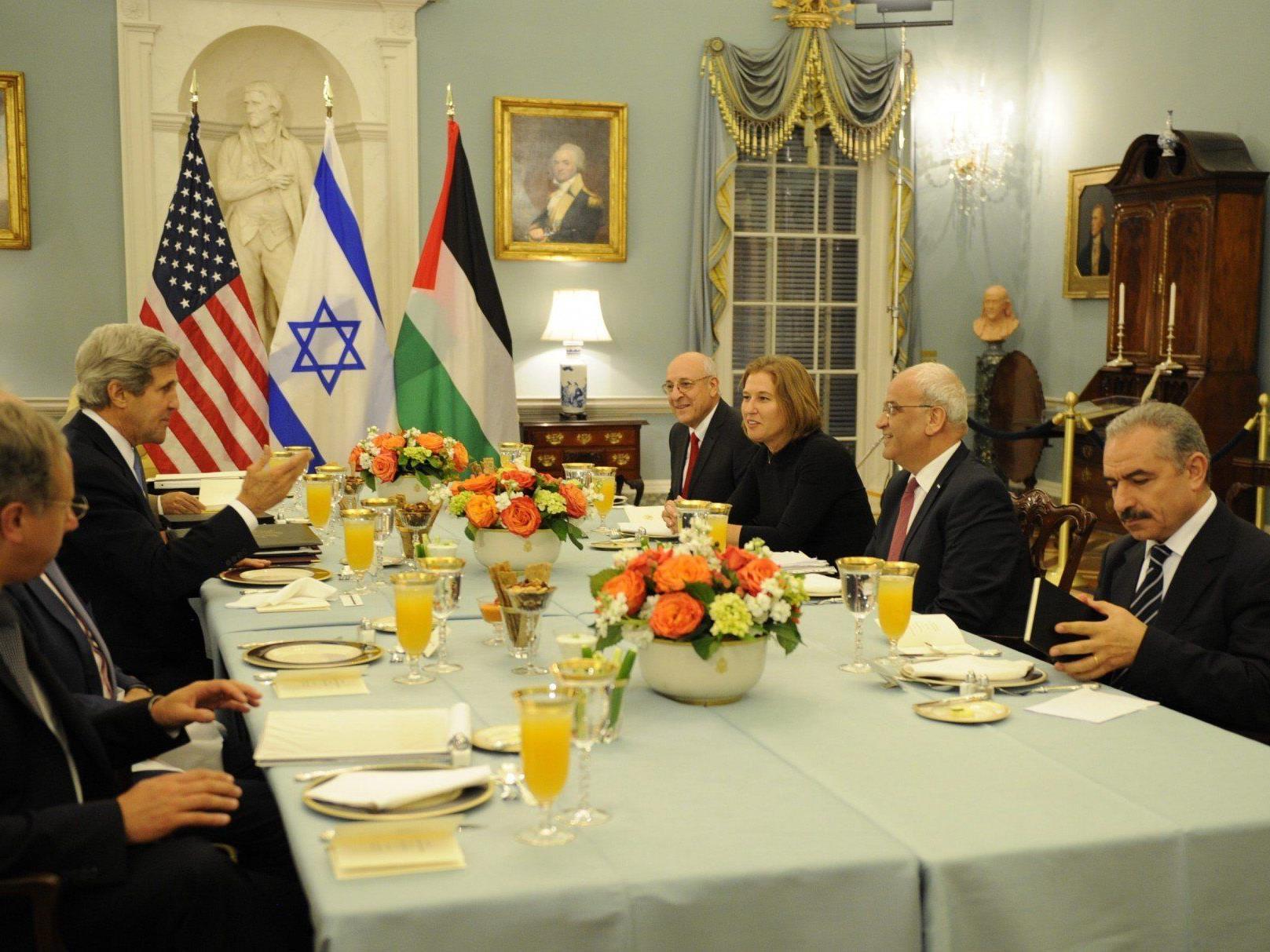 Die Friedensverhandlungen zwischen Israel und Palästina begannen gestern mit einem Abendessen.
