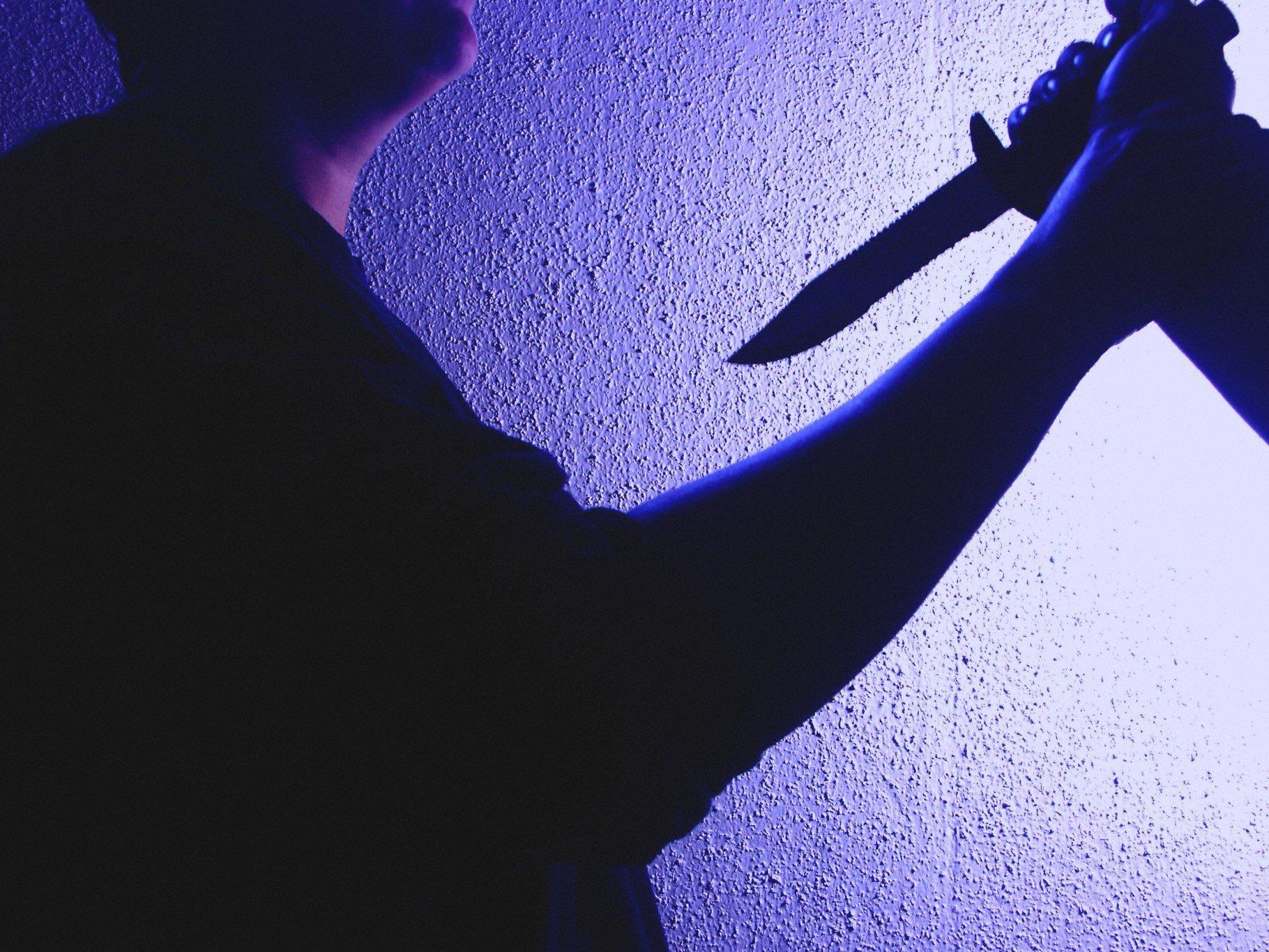Mit einem Messer ging eine Frau auf ihren Lebensgefährten los