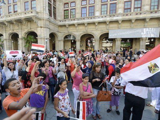 250 Ägypter feierten am Sonntag, den 7. Juli in Wien Entmachtung von Mohammed Mursi