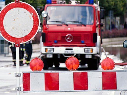 In Neustift am Wakde ist wegen einem Feuerwehr-Einsatz die Straße gesperrt