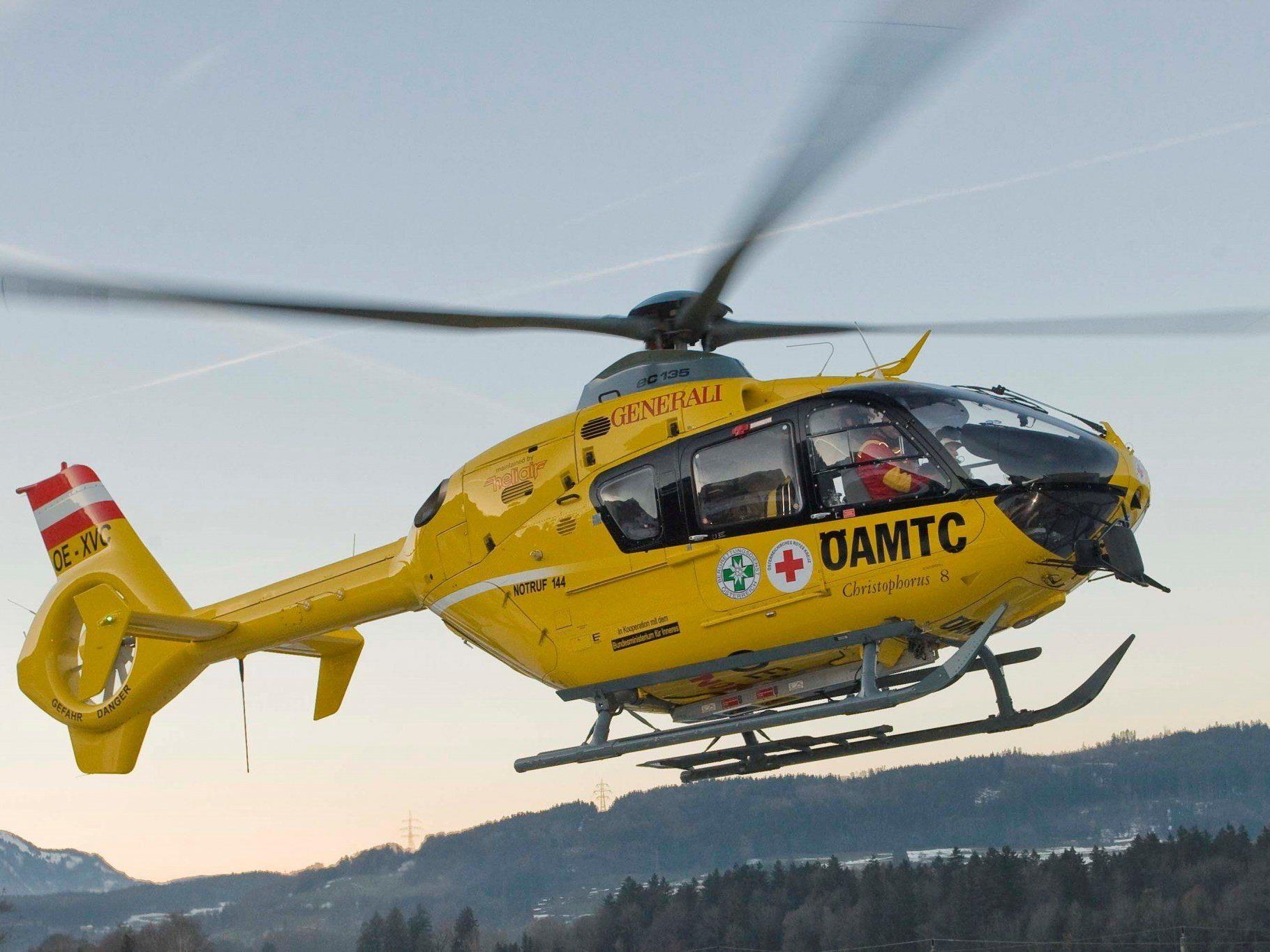 Schwerverletzt wurde ein 58-Jähriger per Hubschrauber ins Lkh Feldkirch gebracht.