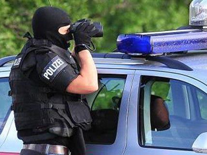Die Cobra sucht nach der Messerattacke nach dem Verdächtigen.