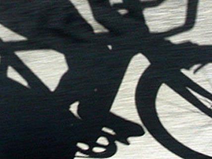 Der 12-jährige Radlenker stieß das Kind zu Boden.