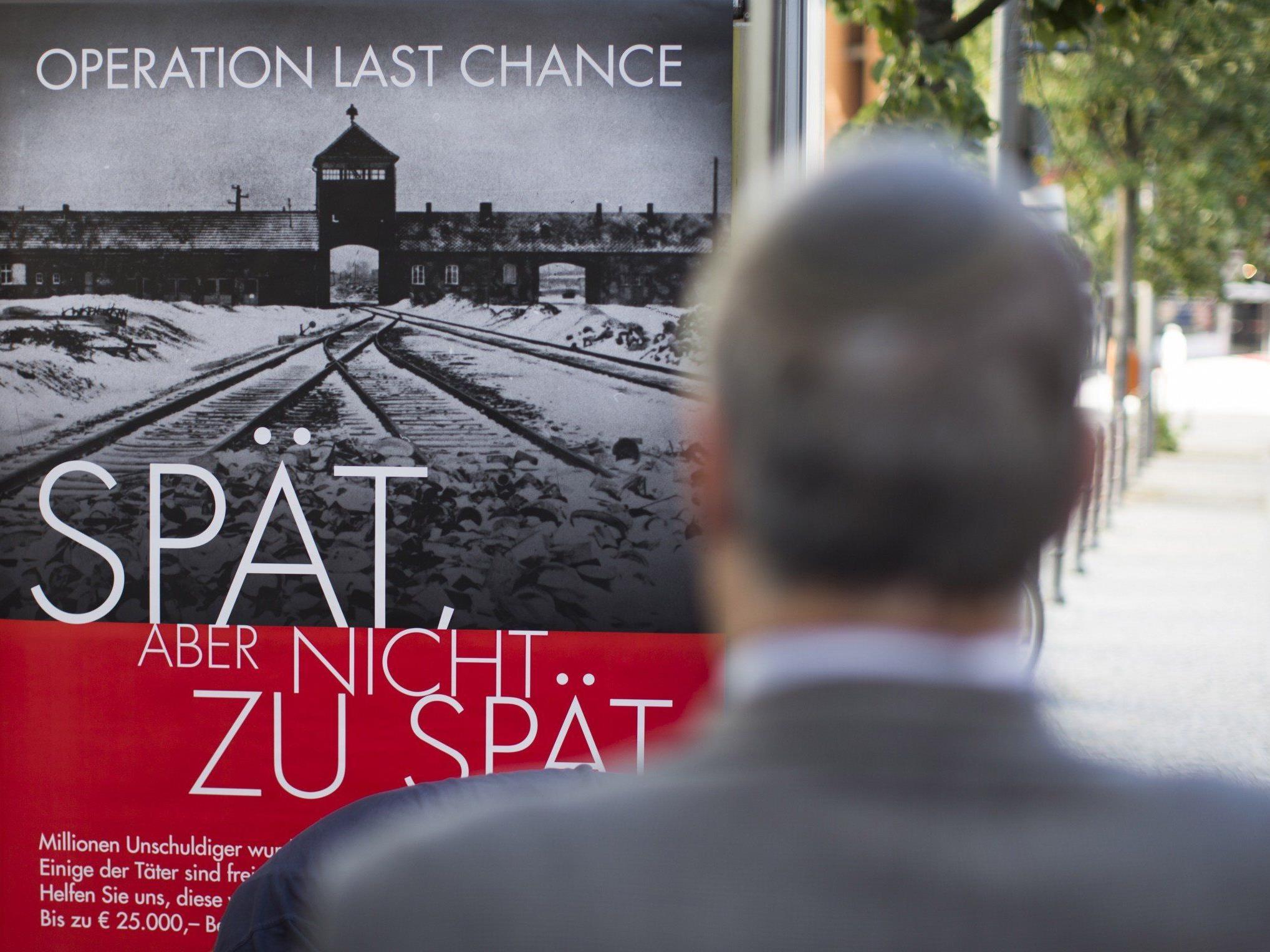 """""""Operation Last Chance II"""": Insgesamt werden zwei Wochen lang 2.000 Plakate in Berlin, Hamburg und Köln aufgehängt."""