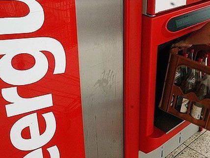 Gestohlenes Leergut schob der Mann in den Automaten.