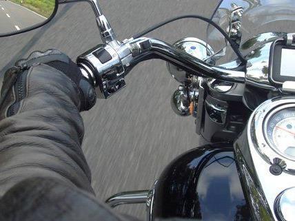 Am Sonntag verunglückte ein 23-jähriger Motorradfahrer im Wienerwald.