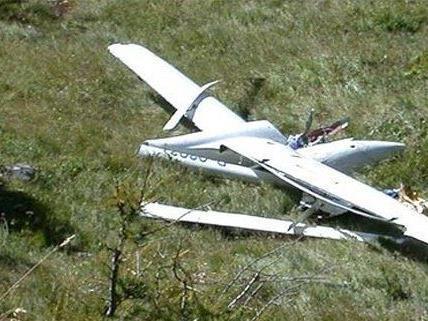 Bei dem Absturz wurde der Pilot schwer verletzt.