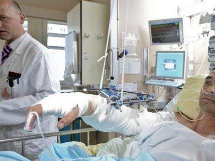 Die AUVA übernimmt die Behandlungskosten von Tibor A.