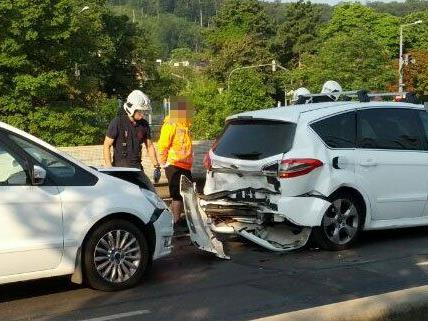 Vier Fahrzeuge waren an dem Unfall am Freitag beteiligt.
