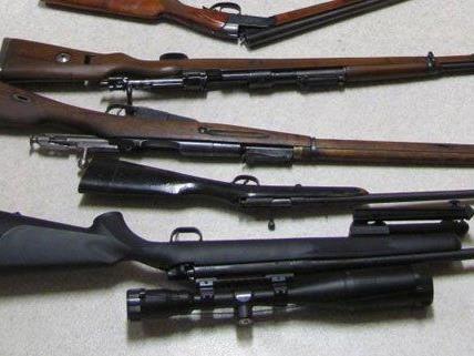 Bei den Verdächtigen sind auch Waffen gefunden worden.