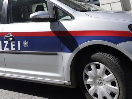 Der gescheiterte Handyräuber wurde von der Polizei festgenommen.