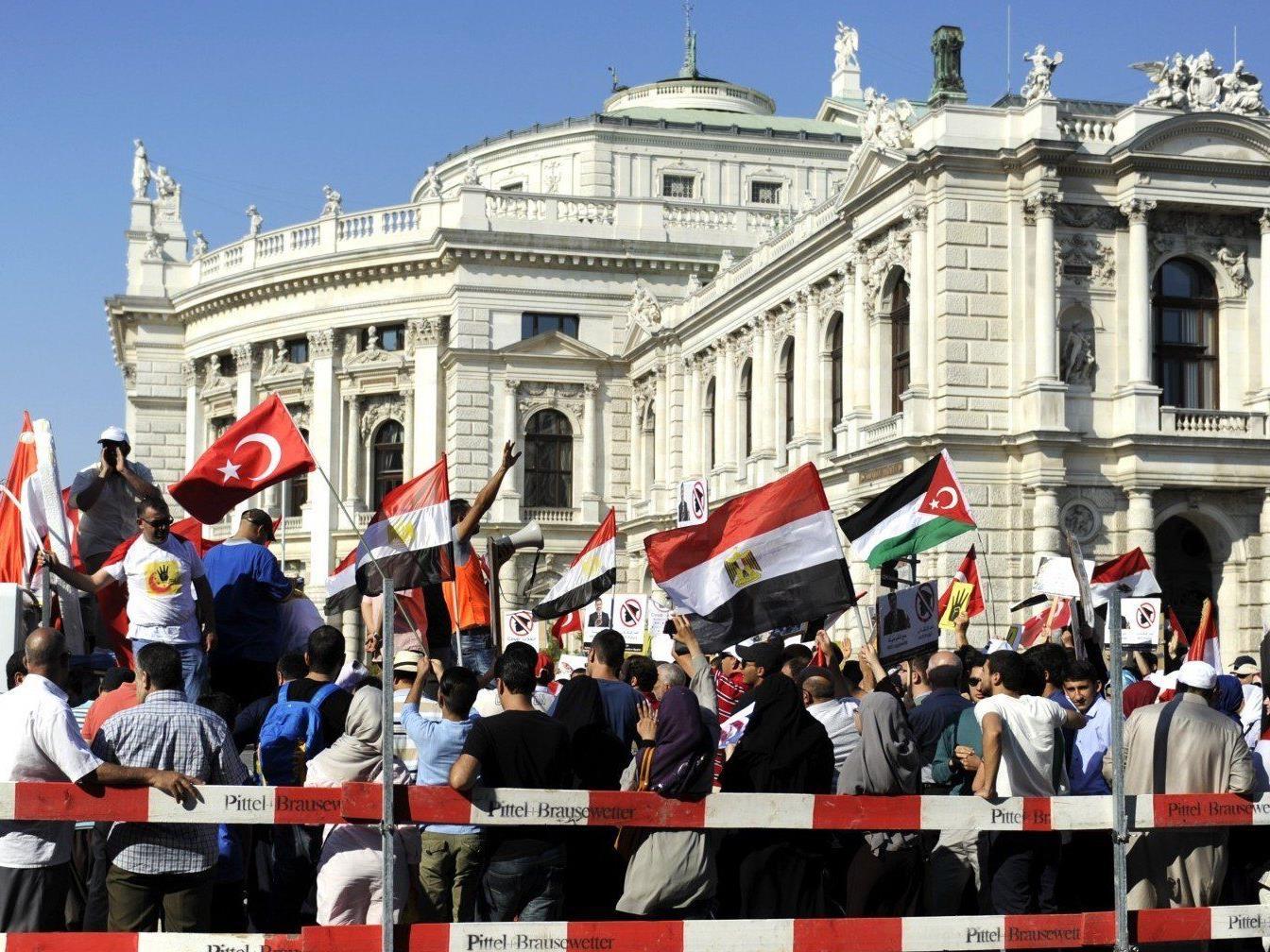 Am Sonntag protestierten hunderte für gestürzten Präsident Mursi.