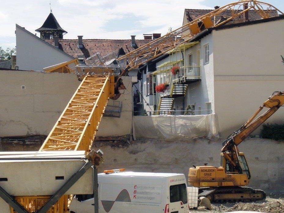 Sieben Wohnungen sind nach einem Krankunfall in Knittelfeld gesperrt.