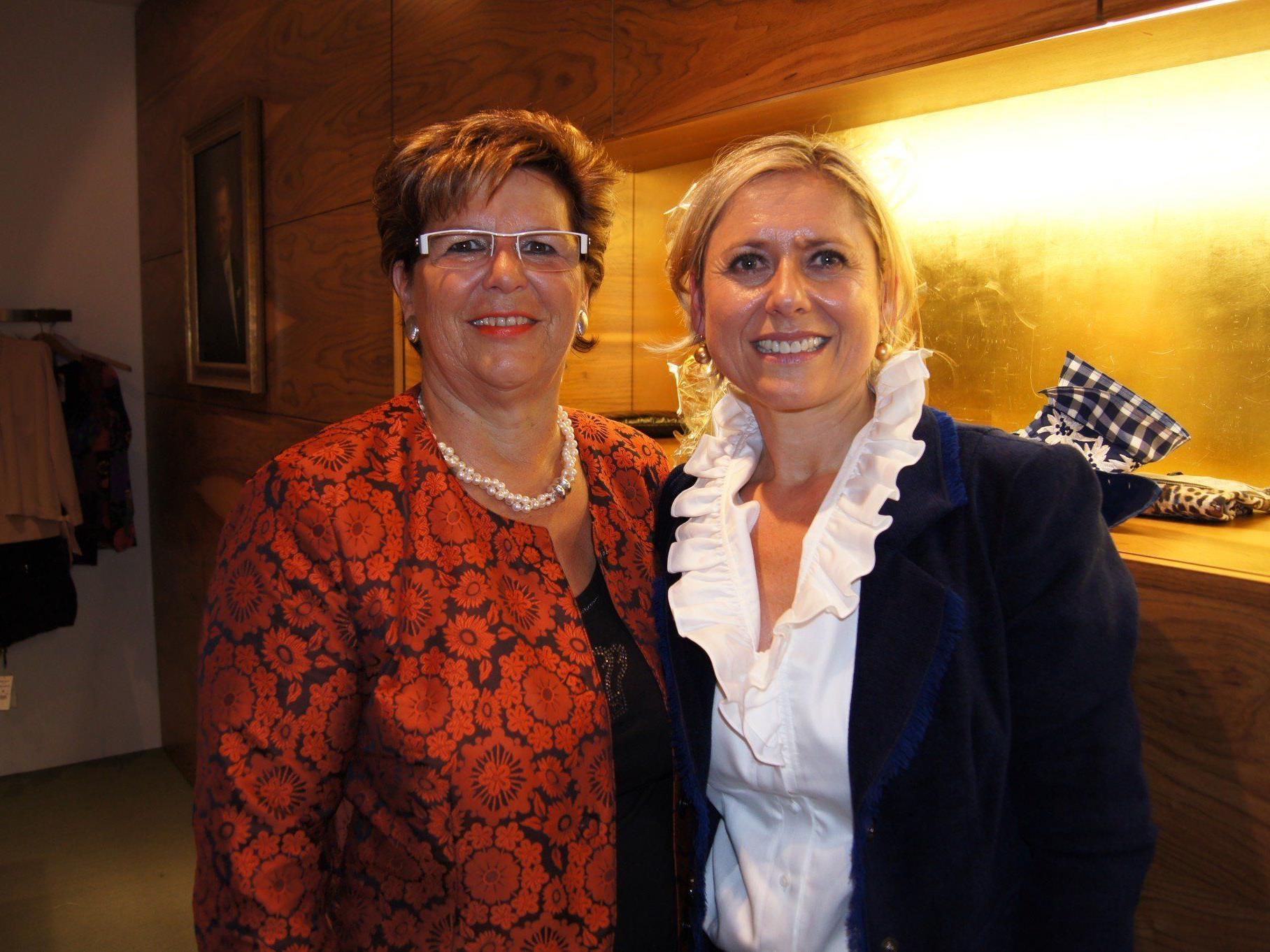 Petra Epp (re. im Bild) wird die Arbeit von Doris Lenz weiterführen.