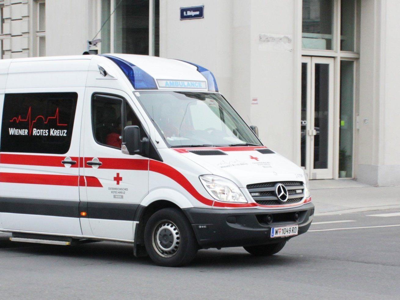 Am Sonntag wurden Sanitäter und Polizisten von einem 24-Jährigen attackiert.