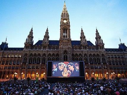 Großer Andrang beim Film Festival am Rathausplatz