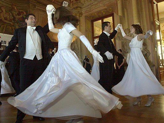 Nicht nur Wiener Walzer, sondern auch viele andere Tänze kann man in den Wiener Tanzschulen erlernen