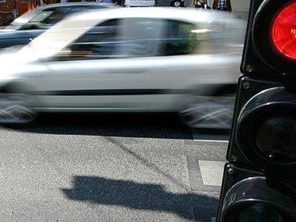 Fahrerflucht in Wien: Die Polizei fahndet nach dem Lenker.