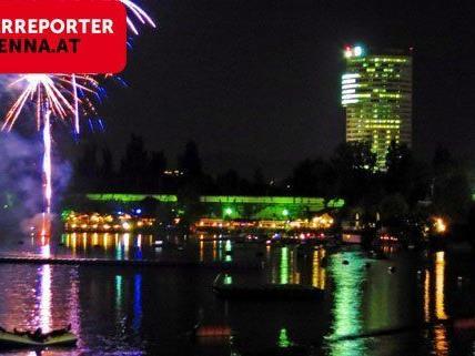 So schön war das Feuerwerk beim Lichterfest auf der Alten Donau.