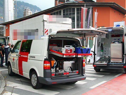 25-jährige Fußgängerin bei Zusammenstoß schwer verletzt.
