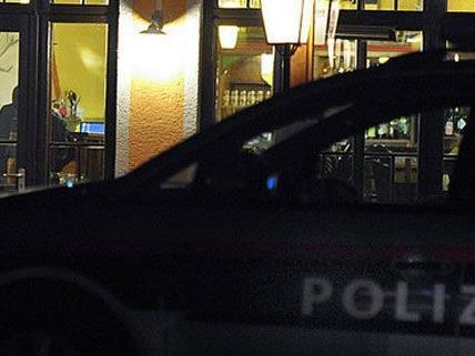 Die Polizisten wurden attackiert.