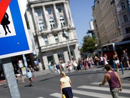 Die Mariahilfer Straße ist zum teil zur Fußgängerzone geworden.