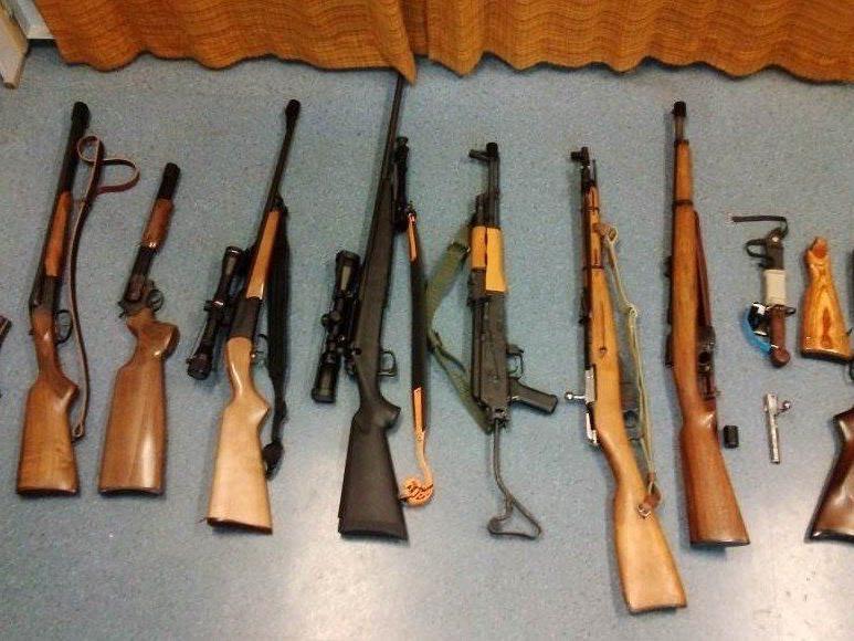 Nach der Festahme eines Mieters während einer Delogierung wurden Gewehre in der Wohnung gefunden.
