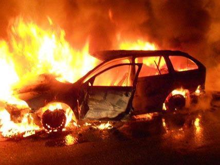 In der Nacht auf Dienstag brannte ein Pkw in Niederösterreich.