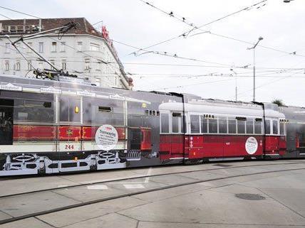 Bims mit Werbung für den Tramwaytag fahren bereits seit Tagen durch die Stadt.